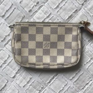 Handbags - Louis Vuitton Chain Wallet
